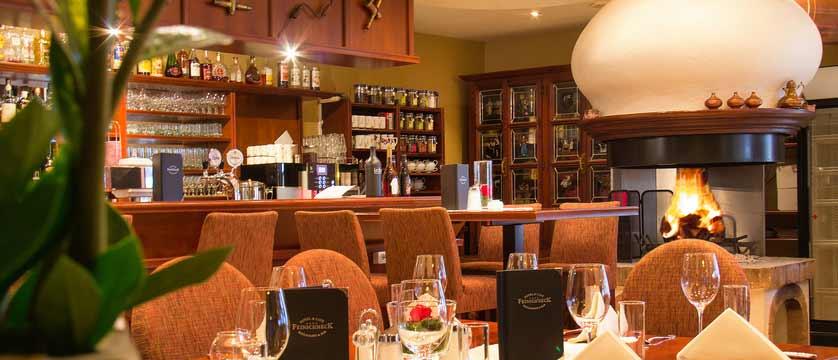 Hotel Feinschmeck, Zell am See, Austria - bar.jpg